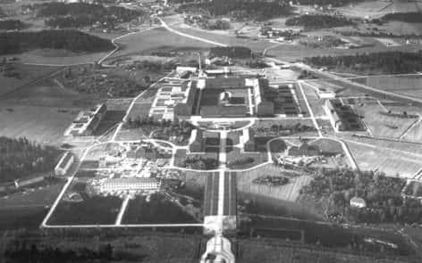 Beckomberga sjukhus i Beckomberga i västra Stockholm, var i mitten av 1900-talet ett av Europas - och Sveriges genom tiderna största - mentalsjukhus med 2 000 patienter. När Stockholms läns landsting, som en del av psykiatrireformen, beslöt att lägga ned sjukhuset 1995 fanns det cirka 250 vårdplatser kvar. (Public Domain, https://commons.wikimedia.org/w/index.php?curid=1346499)